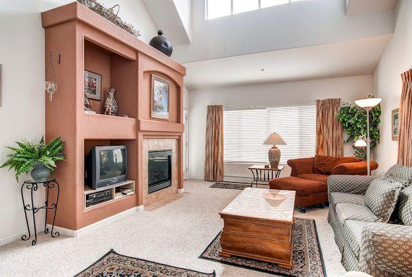 Family Room, Bay Club Condo, Frisco, Colorado, brought to you by Colorado Rocky Mountain Resorts - Vacation Rentals & Property Management.