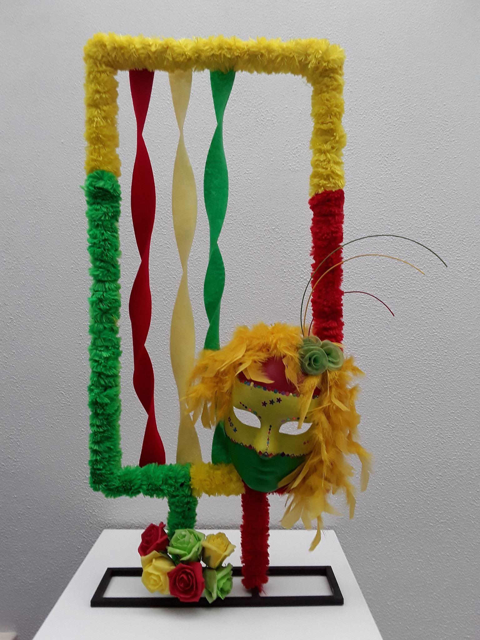 Pin Van Sabina Klabbers Op Carnaval Carnaval Decoratie Knutselen Carnaval Decoraties Carnaval Bloemstukken