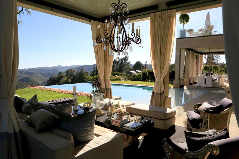 Tour Lisa Vanderpump\'s Villa Rosa | Déco exterieur jardin ...