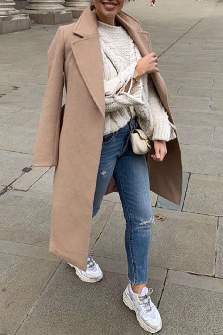 Fall / Winter womenswear with Destroy jeans, a beige pullover, sneakers