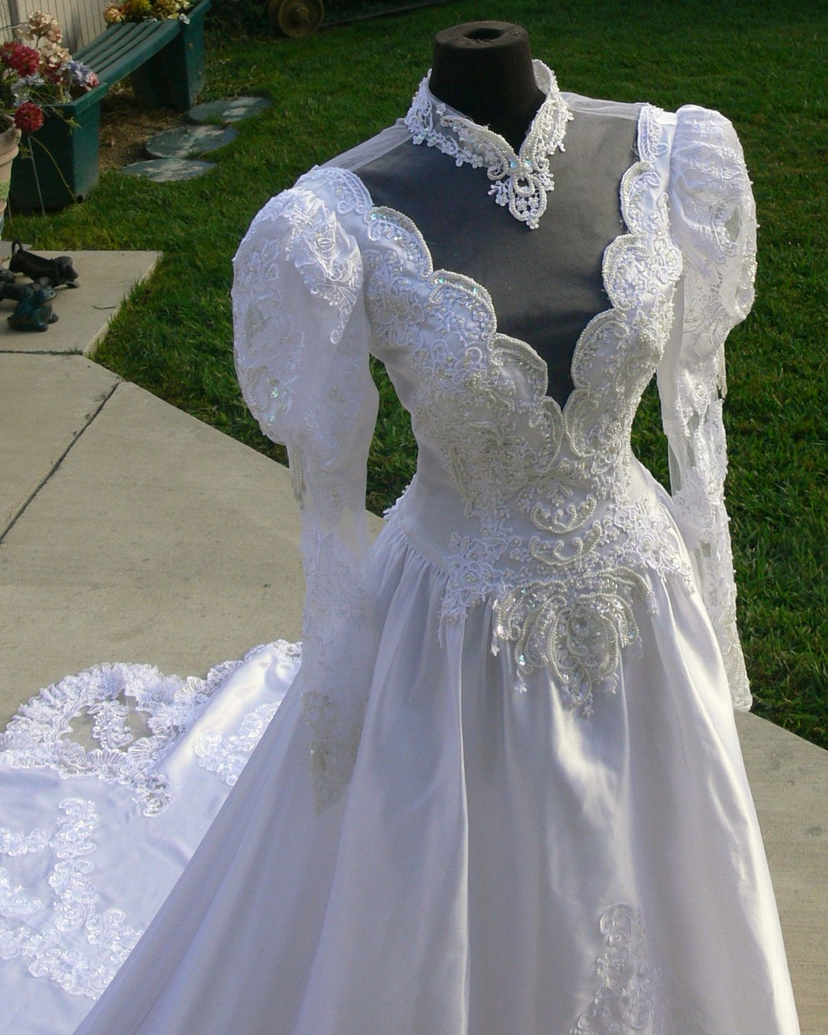 Princess di white bridal wedding dress with pearls and long train