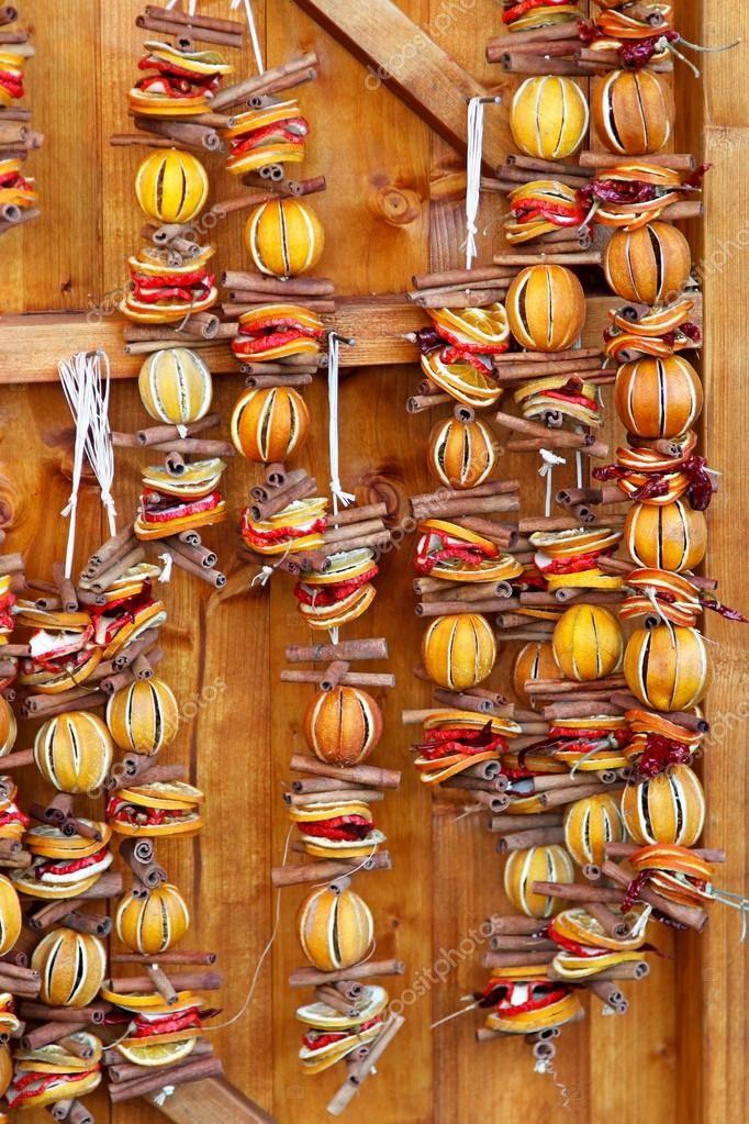 Décoration de Noël de mur faite d\u0027oranges séchées diy christmas