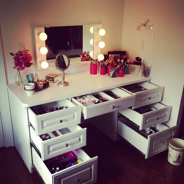 Elegant Bohemian Makeup Vanity Designs With Accent Lights
