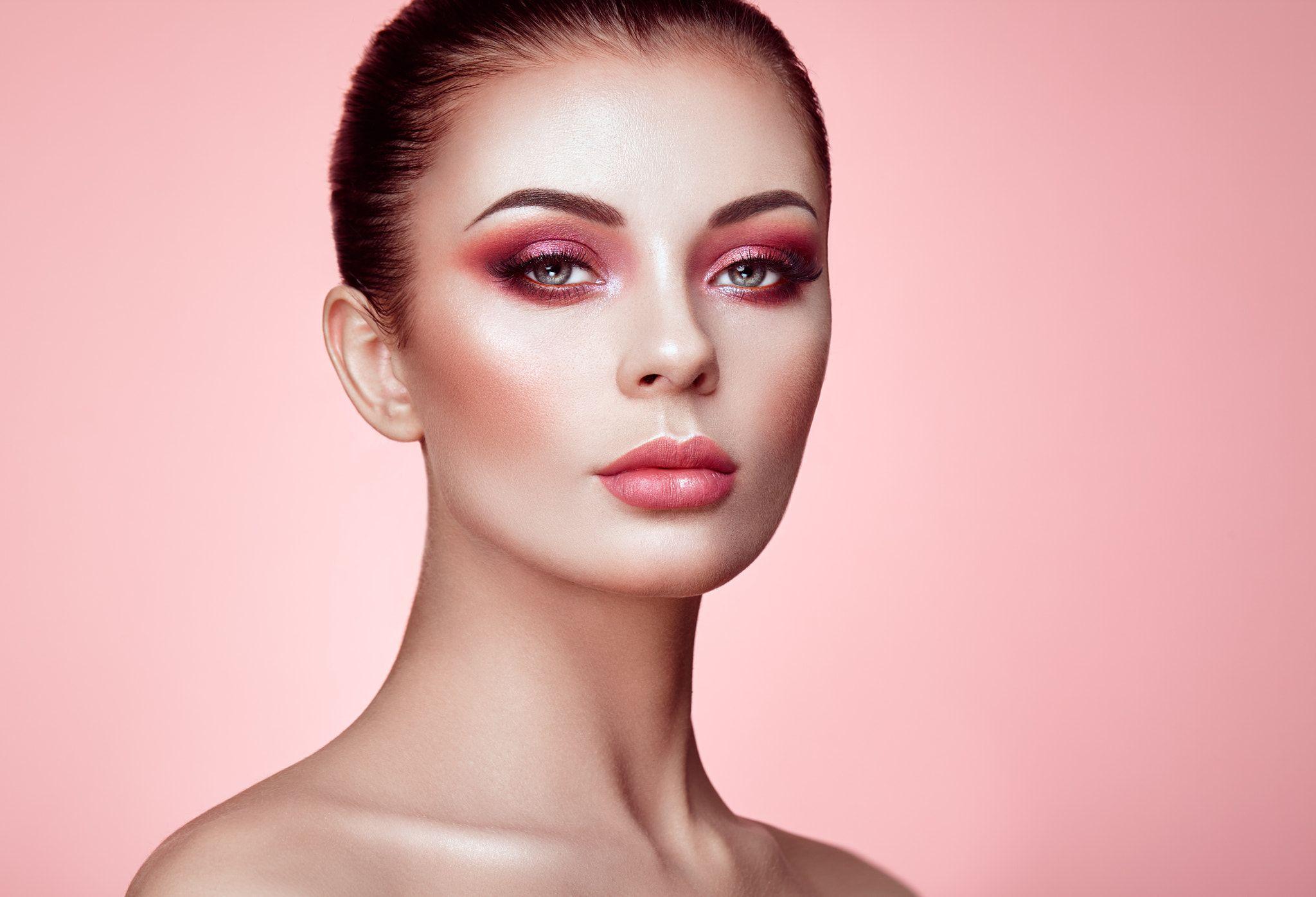 Beautiful Woman Face Beautiful Young Woman With Clean Fresh Skin Perfect Makeup Beauty Fashion Eyelashes Beautiful Women Faces Blue Eye Makeup Woman Face