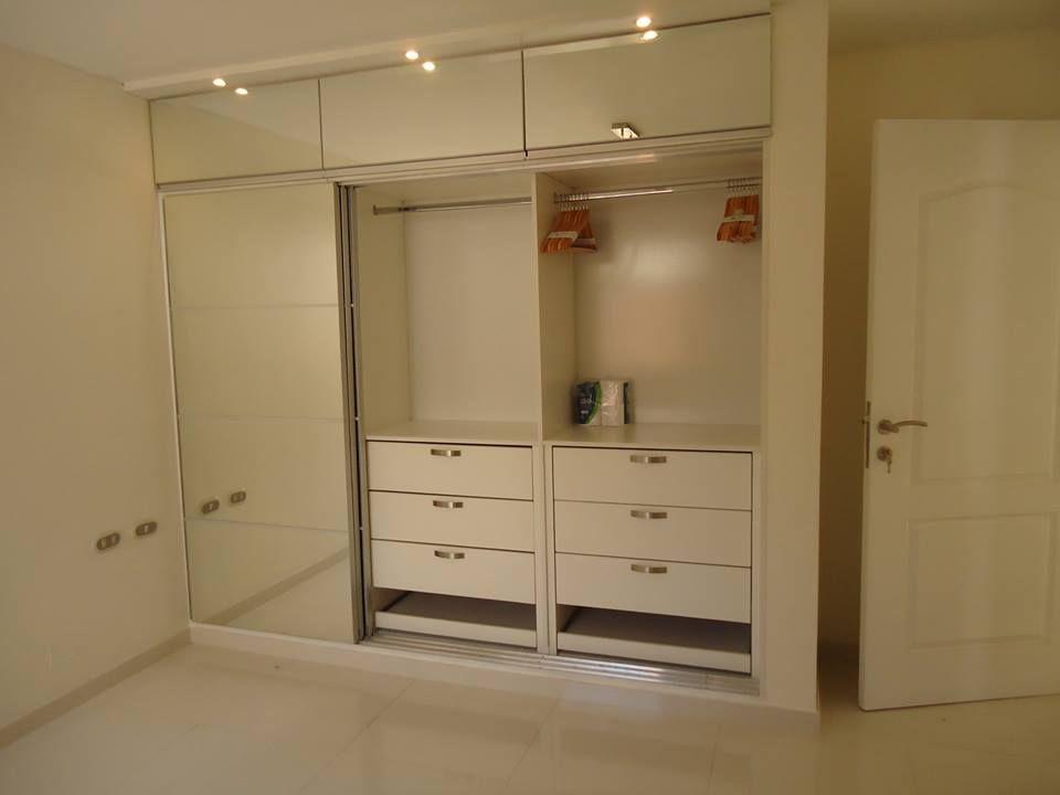 Closet melamina y puertas con espejo hecho a medida for Modelos de puertas para closet