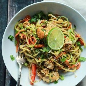 Thai Chicken Zucchini Noodles with Spicy Peanut Sauce-fdgwker