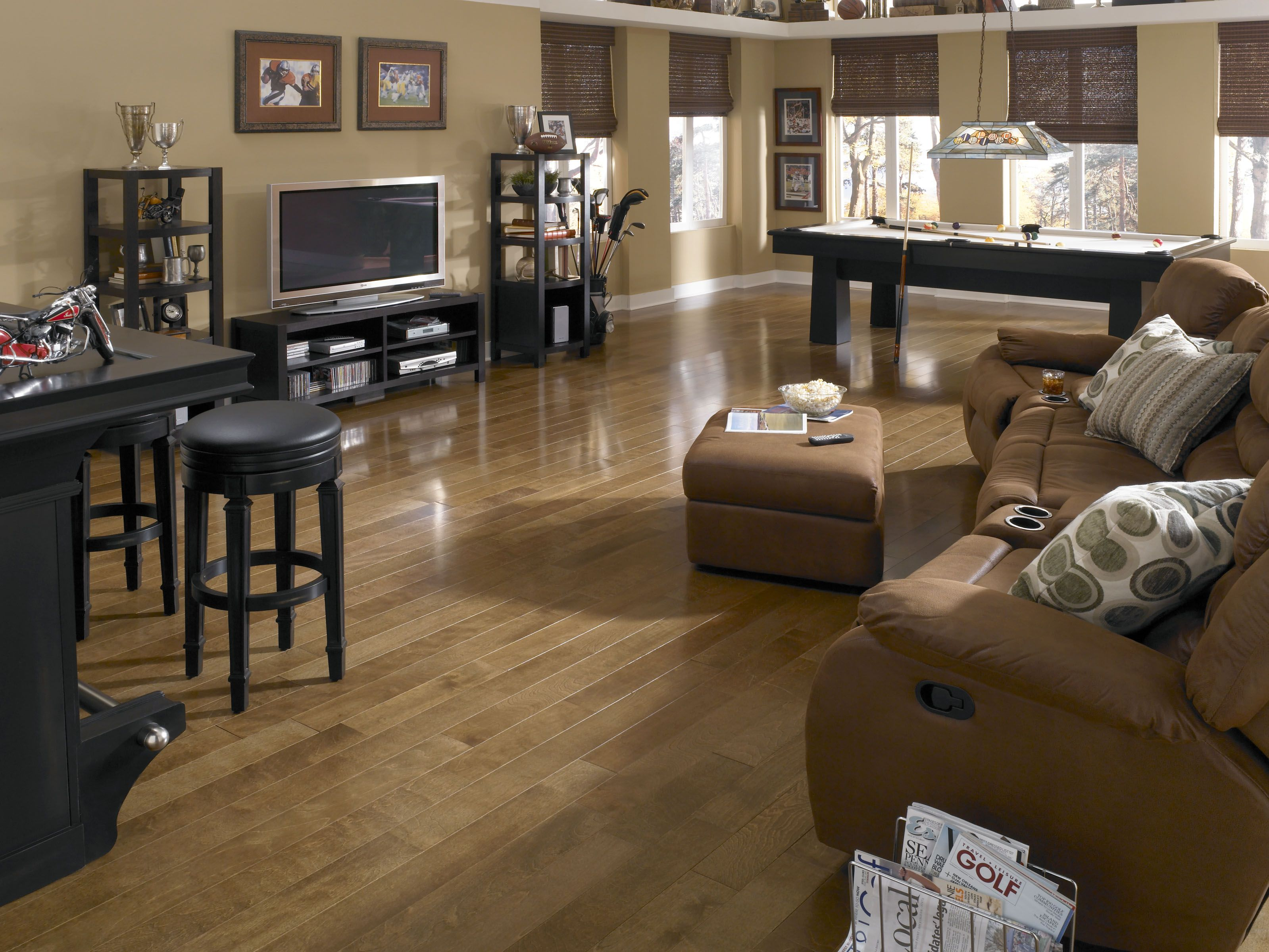 HARDWOOD U0026 LAMINATE OVERSTOCK CLEARANCE! Barton Carpet U0026 Floor Covering  Outlet 47 W. Browning