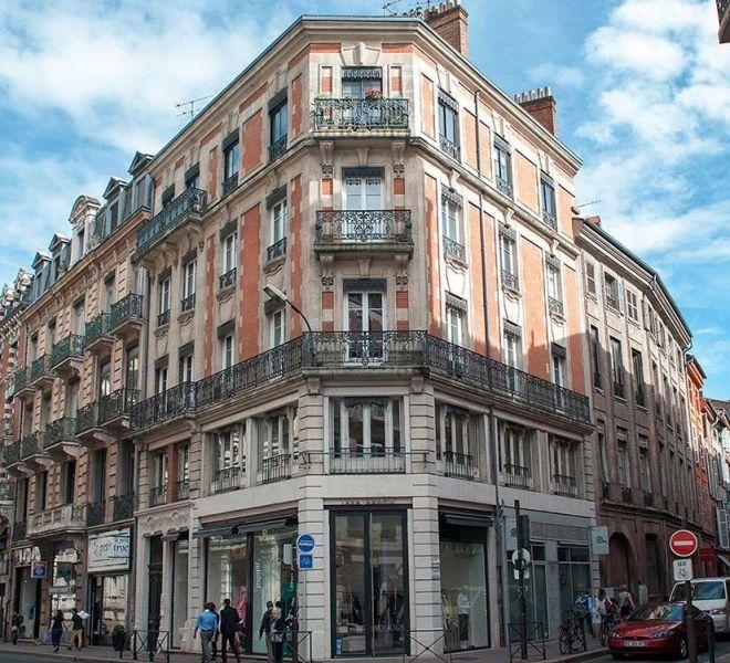 Restauration De Facade D Immeuble En Pierre Et Briques Foraines A Toulouse Batiments Anciens Facade Batiment