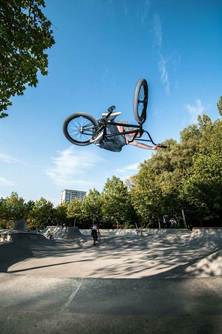 Arno De Wandeleer blasting a table at his local concrete skatepark