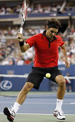 Amazing Tennis Shot Between The Legs By Roger Federer Roger Federer Sport Inspiration Tennis