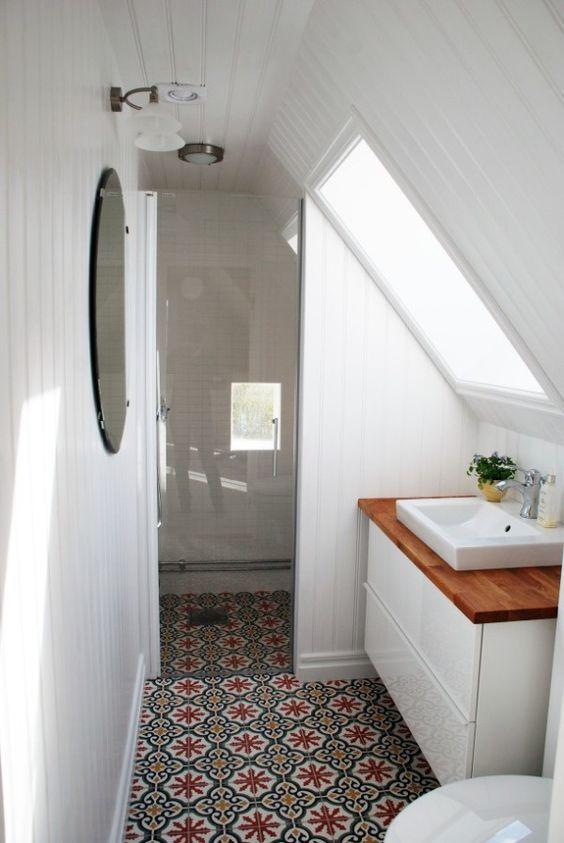 Wohninspiration Alle Unter Einem Dach Kleine Badezimmer Design Badezimmer Dachschrage Kleine Badezimmerfliesen