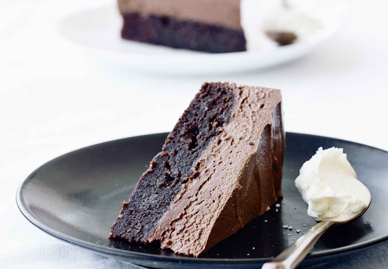 En fantastisk kombination af chokoladekage toppet med silkeblød chokolademousse.