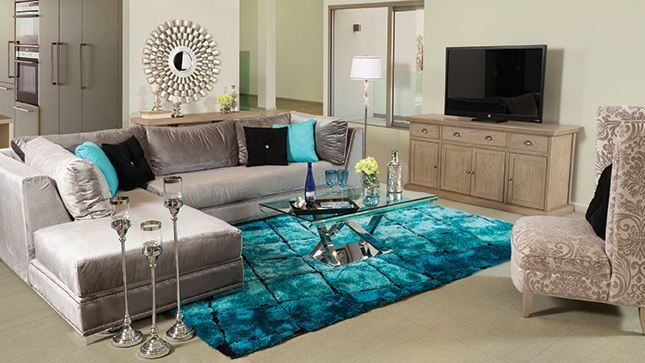 Lo tonos metálicos, aunque no demasiado brillantes, añaden un toque de glamour y sofisticación a tu hogar. Únicamente no abuses de esto y los uses en todas las habitaciones.
