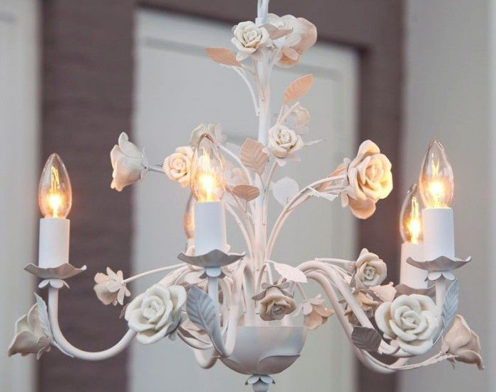Romantische-en-mooi-gedetailleerde-kroonluchter.1345209701-van-Brobbelinterieur.jpeg (700×553)