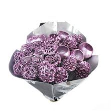 It's christmas time again, and by god all the Triangle ladies are very excited! Here are a Mixed Metallic Purple (31 picks) available on our website! Perfect for decorations in your house, to flower arrangements, christmas trees and much more...