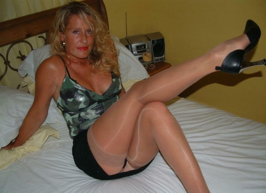 Pantyhose - Caramel Mature 7533 videos