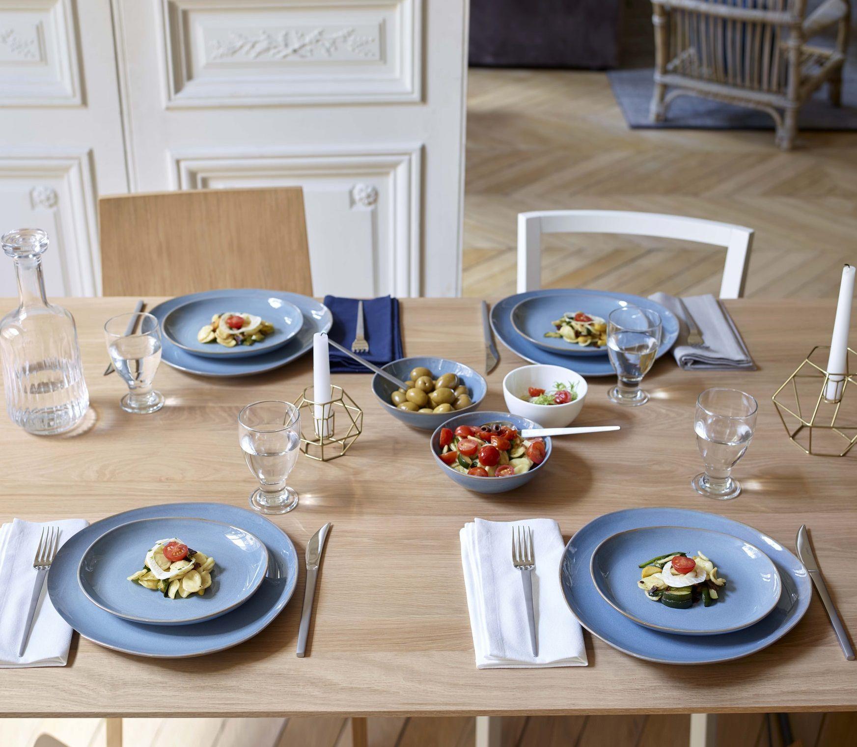 table de cuisine habitat habitat design du petit d jeuner au d ner en famille ou