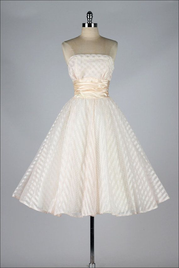 vintage 1950s dress . blush pink strapless