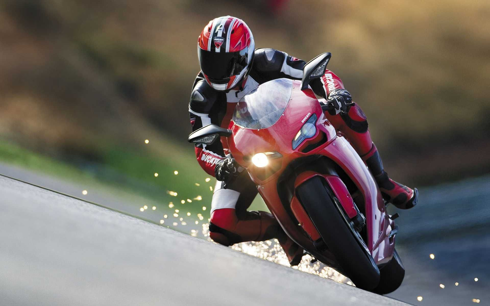 Ducati On Race Hd Image Racing Bikes Racing Suzuki Bikes