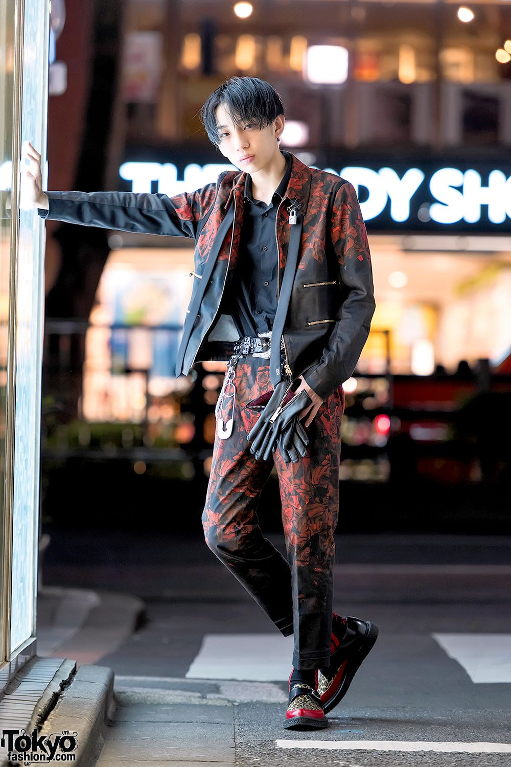 Paul Smith Rose Print Suit Saint Laurent 99 Is On The Street In Harajuku Japan Fashion Street Harajuku Fashion Street Harajuku