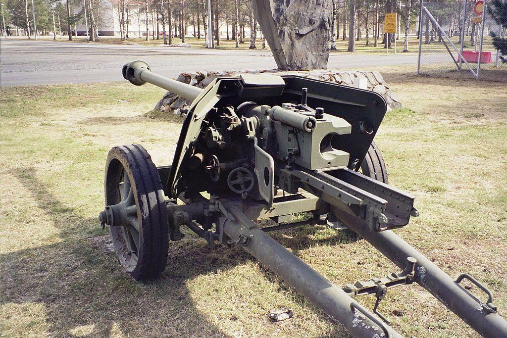 German 50 Mm Anti Tank Gun: Firing The Powerful German PAK-40 Anti-Tank Gun!