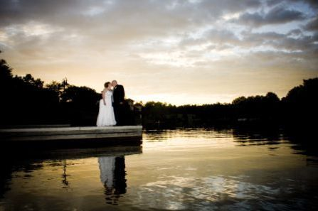 spectacular views of Lake Oconee: expansive lawn and veranda; highly acclaimed Waterside Restaurant and Golf House Grill; charming golf cottages, lake villas and lodge villas; and an event planning team to tailor the perfect wedding experience.