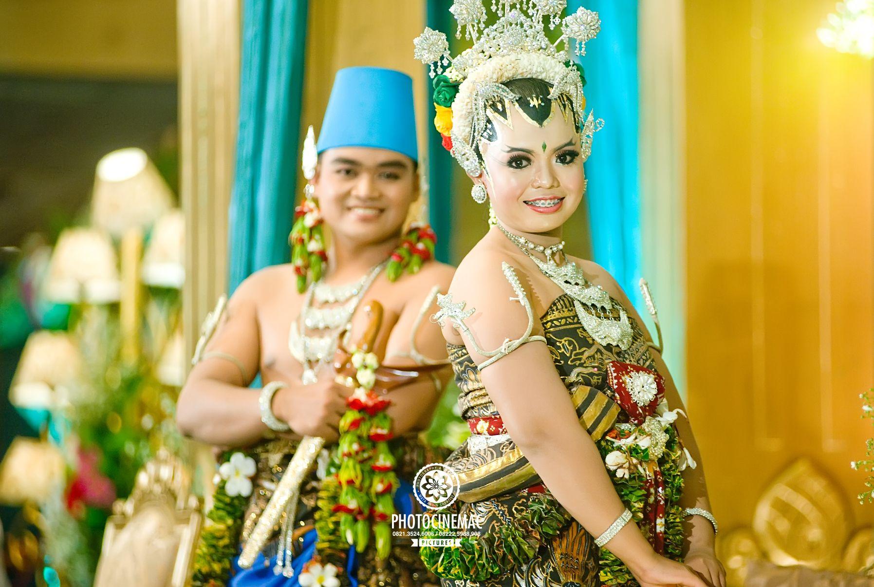 Pakaian Adat Yogyakarta Perempuan