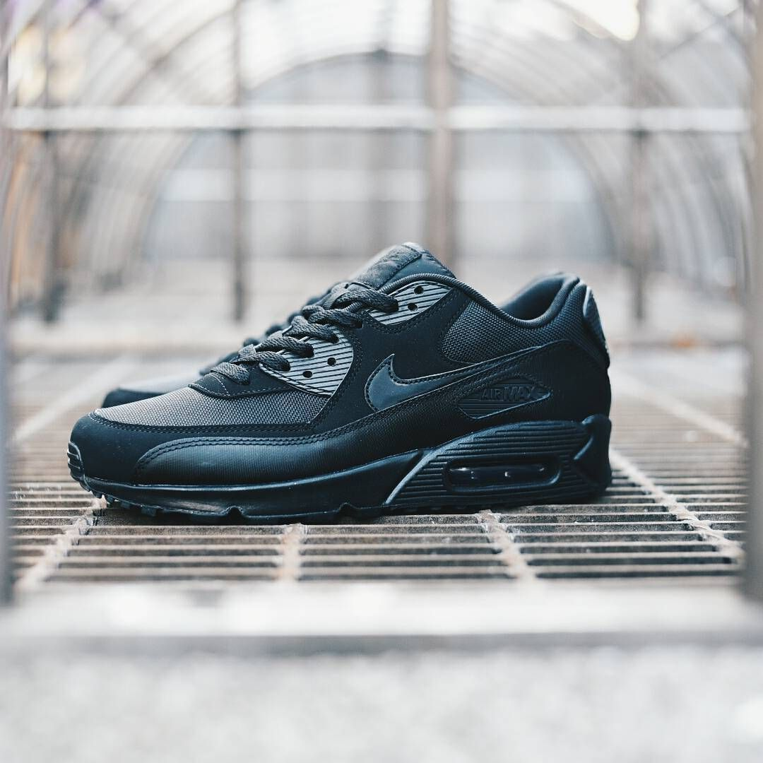 hot sale online b35cd 5ea11 Nike Air Max 90 Ultra SE Mens Trainers in Green   Trainer shops, Mens  trainers and Green shoes