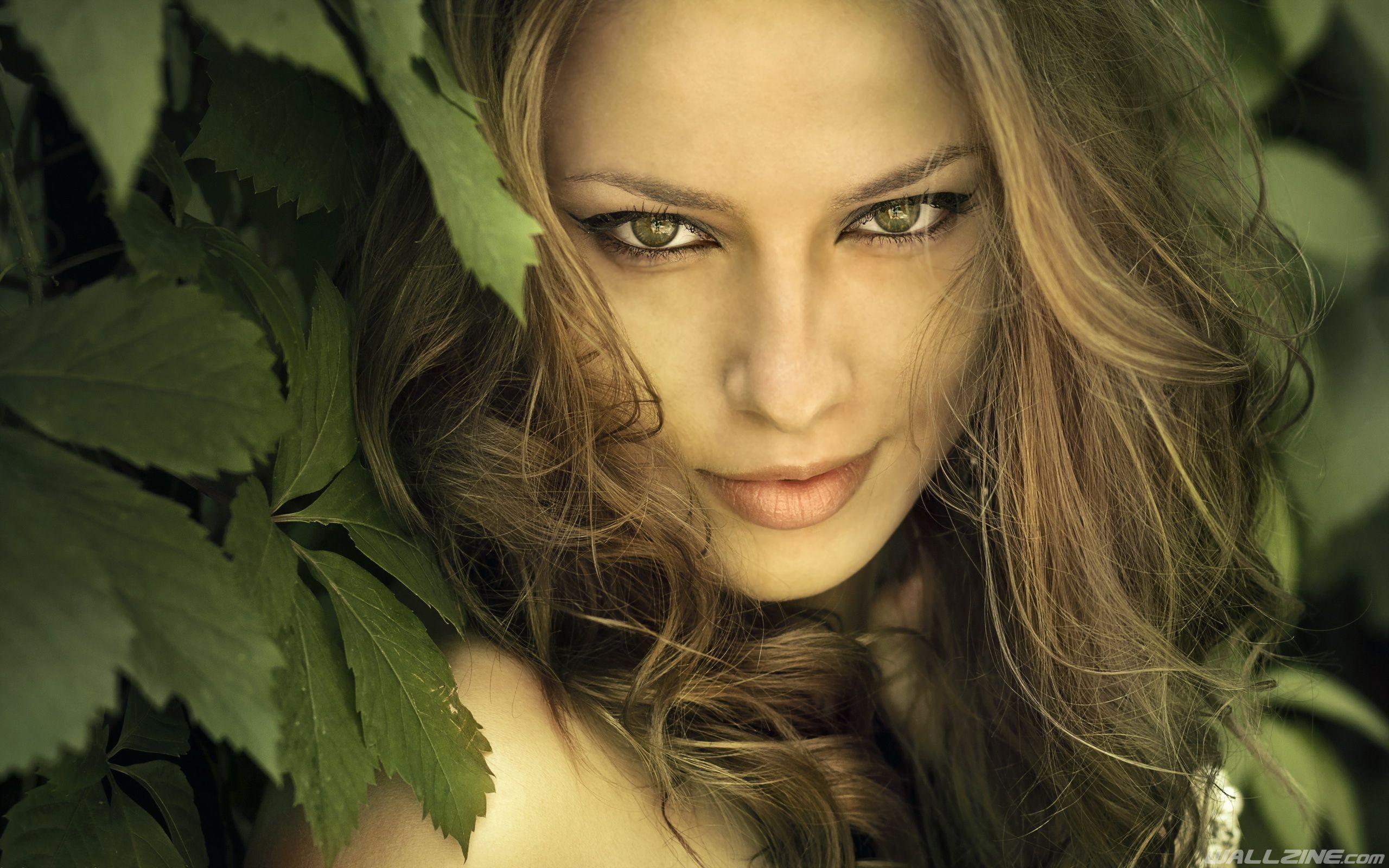 Brunette Girl Green Eyes Brunette Girl Pretty Face Brunette