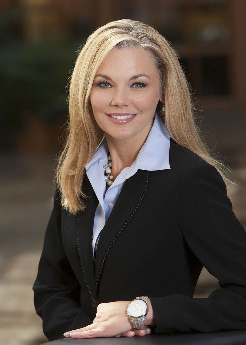 Best clothing options for professional headshots women
