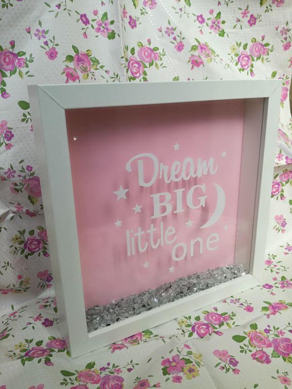 Cornice decorativa per cameretta con la frase Dream Big