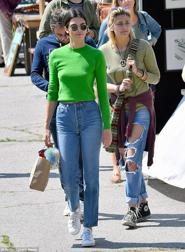 6746e1fffe9 Be a babe in classic blue jeans like Kendall s  DailyMail Click  Visit  to  buy now