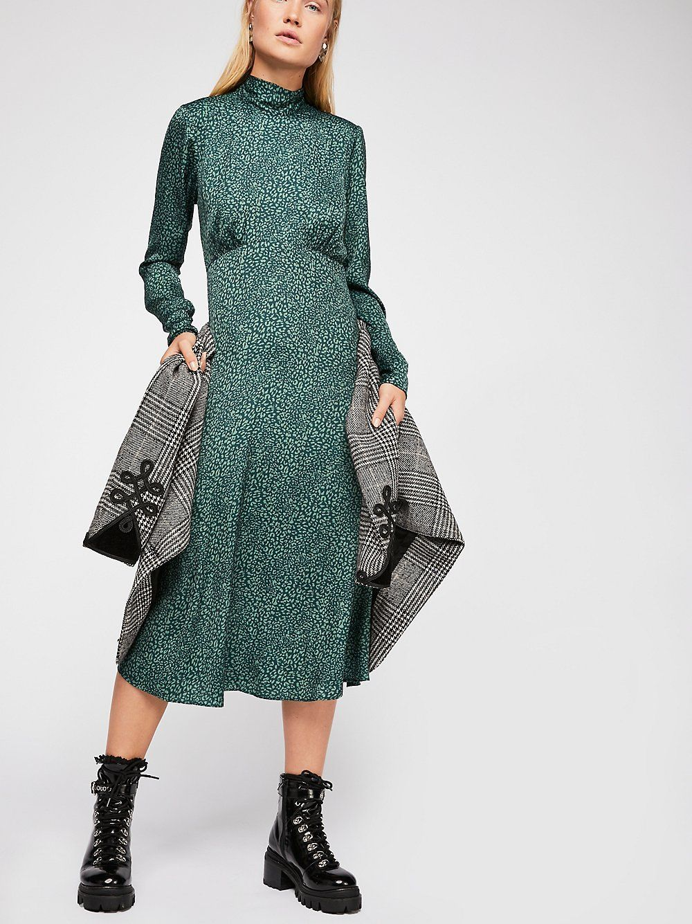 528b04bb356 17 Long-Sleeve Midi Dresses For Your Winter Wardrobe Consideration + refinery29