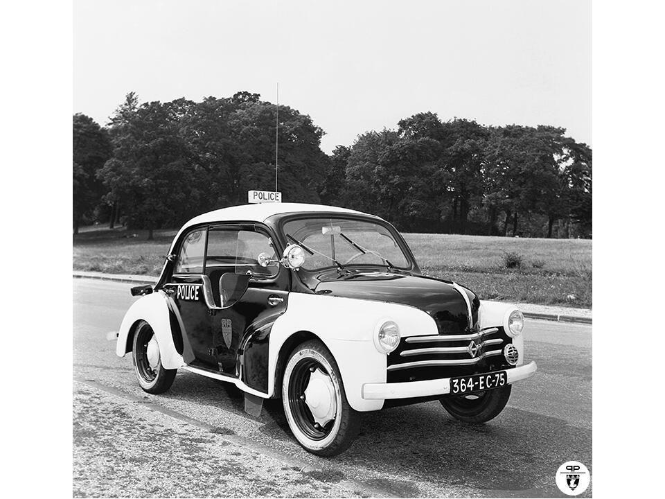 Renault 4cv pie police parisienne 1955 auto forever for Garage voiture renault