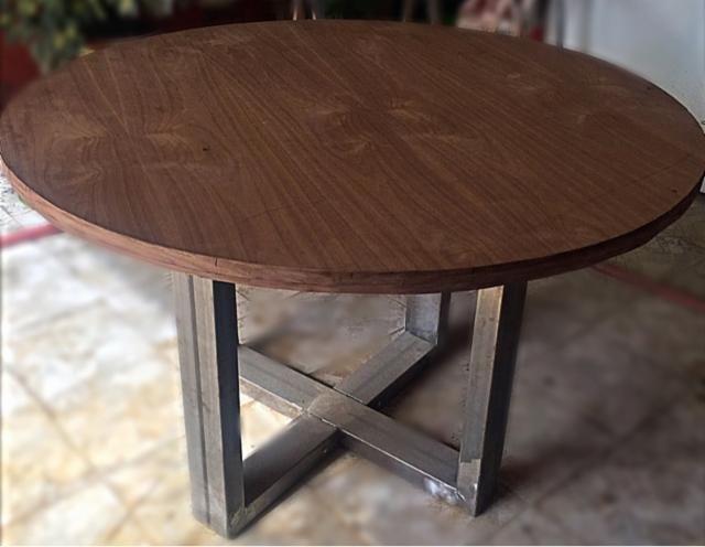 Mesa redonda estilo industrial madera hierro 115545519 - Mesas de madera de jardin ...