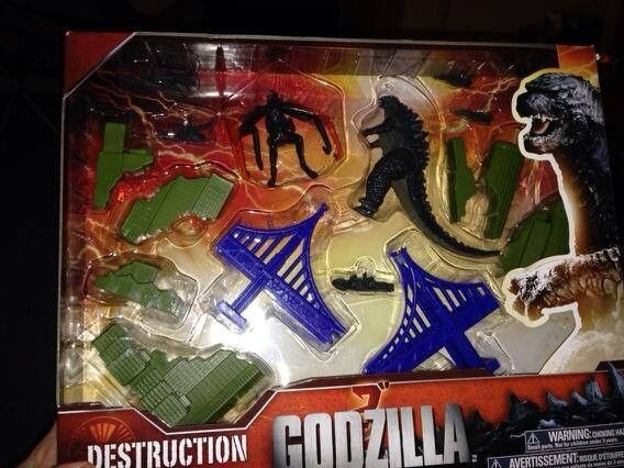New Godzilla 2014 Toy Reveals Muto Kaiju Monster Cosmic Book
