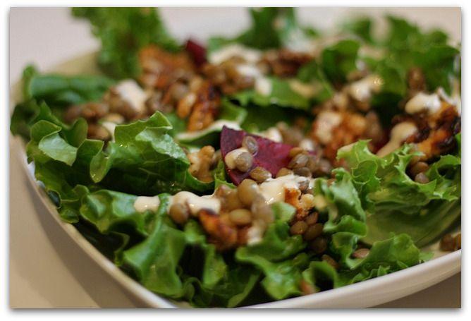 Salade met tahindressing en walnoten
