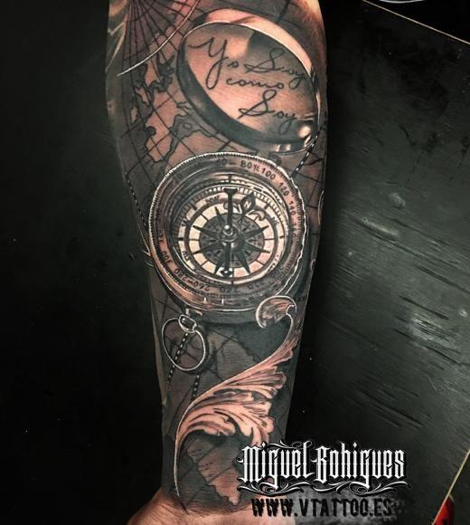 Tatuaje Brujula Compass Miguel Bohigues Vtattoo Motiv