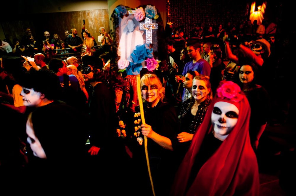 A Signature Tucson Event Inspired By Mexico S Dia De Los Muertos The All Souls Procession Http Allsoulsprocession Org Az Art Dia De Los Muertos All Souls