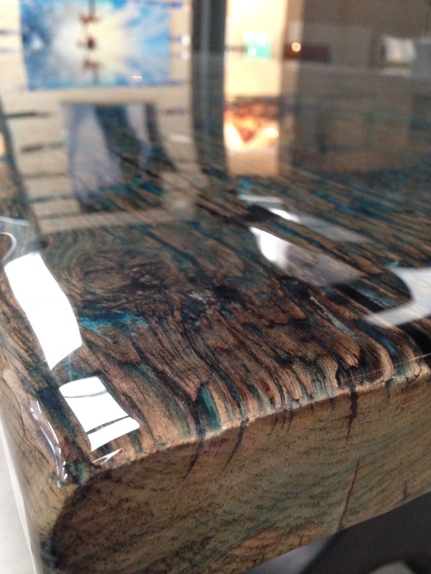 Zoom from reclaimed wood tabletop with colour coating - Selbstgemachte holztische ...