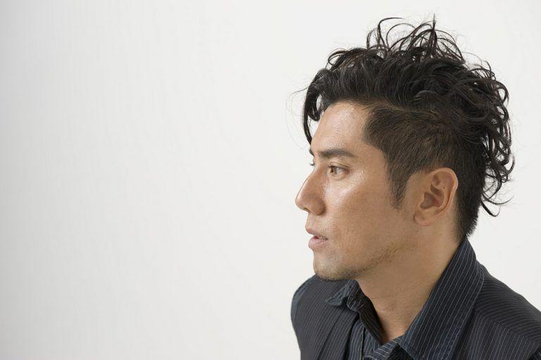 本木雅弘の髪型 最新のツーブロックのセット方法を徹底解説 海外の髪型とファッションに学ぶ ヘアスタイル メンズ 40代 髪型 メンズ メンズ ヘアスタイル
