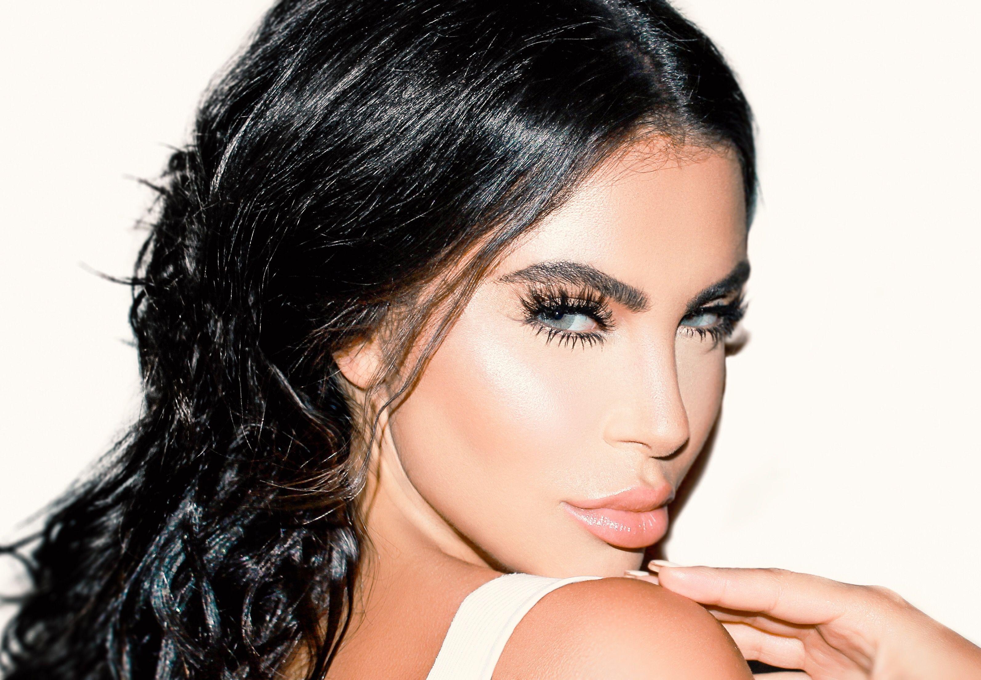 Celebrity Makeup Artist Hrush Achemyan S Top Beauty Products For 2018 Celebrity Makeup Artist Kardashian Makeup Celebrity Makeup