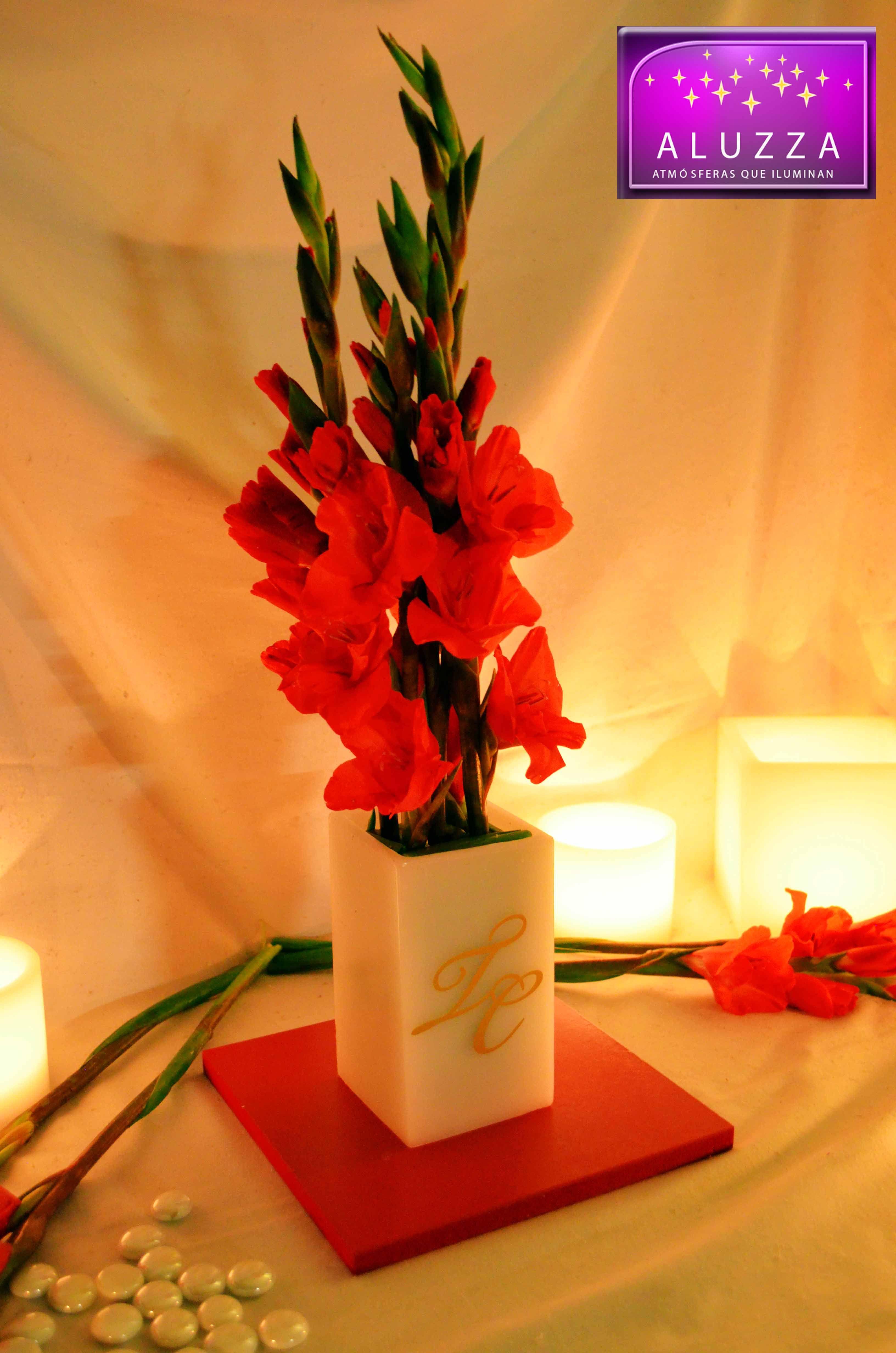 Centro de mesa para boda con base roja y pantalla alta - Centro de mesas para bodas ...