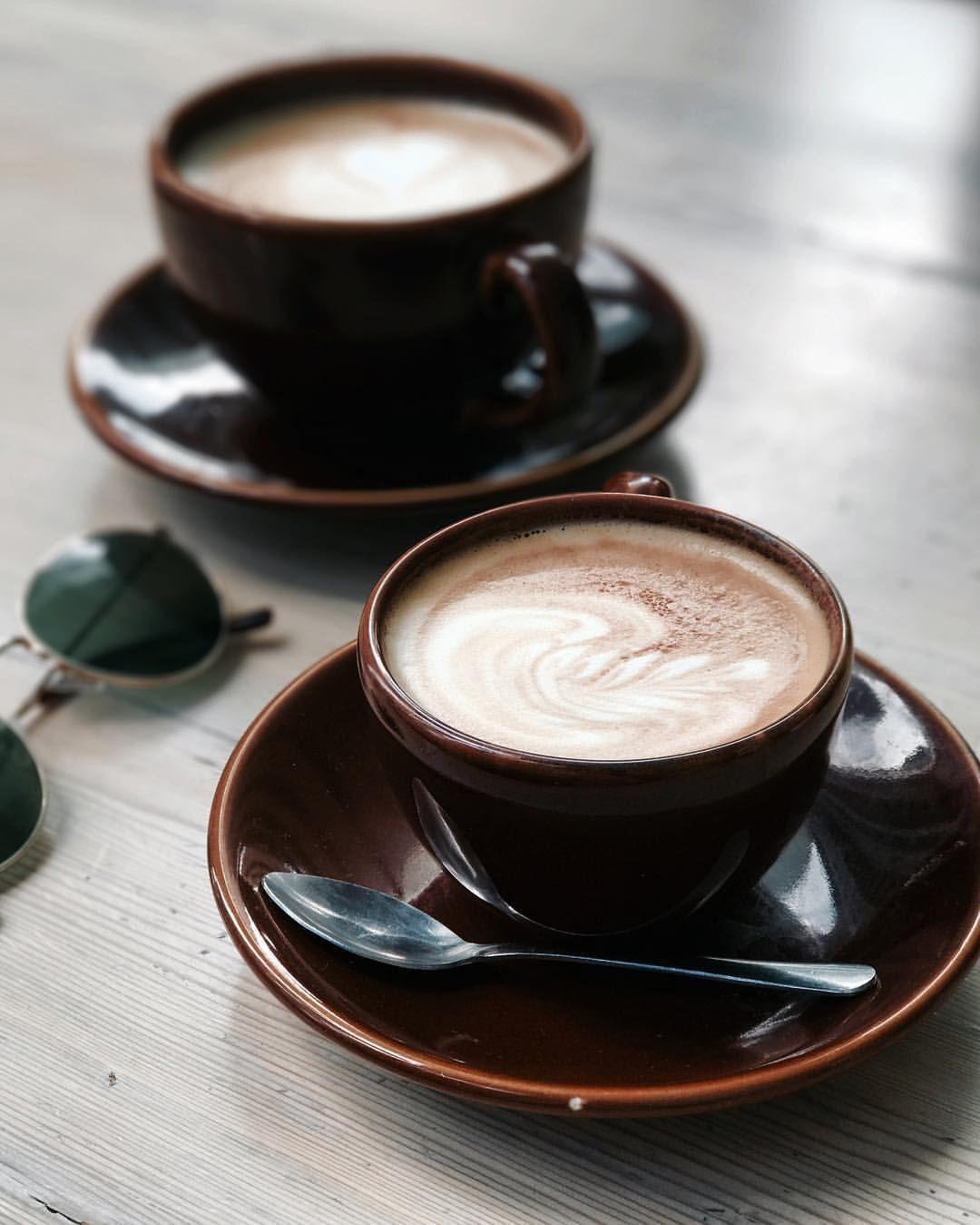 диски две чашки кофе и кофейник картинки предпочитает поедать