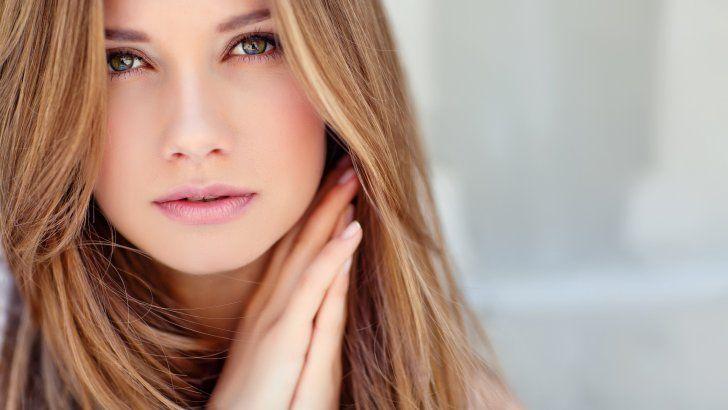 Hermosa Chica Con Ojos Verdes