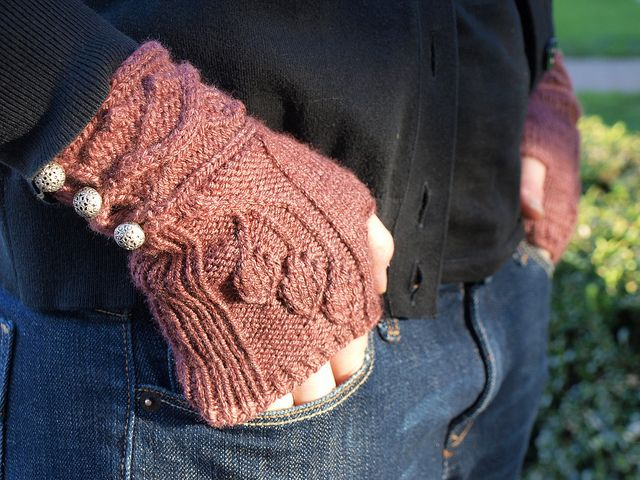 Ravelry: LilyMay's Sourwood Mitts