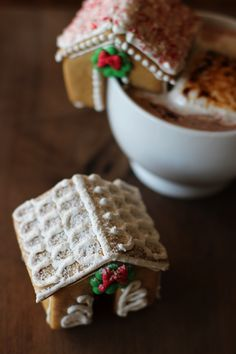 Mini Gingerbread Houses #gingerbreadhousetemplate Mini Gingerbread House #gingerbreadhousetemplate