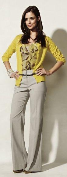 Calça cinza + cardigan amarelo