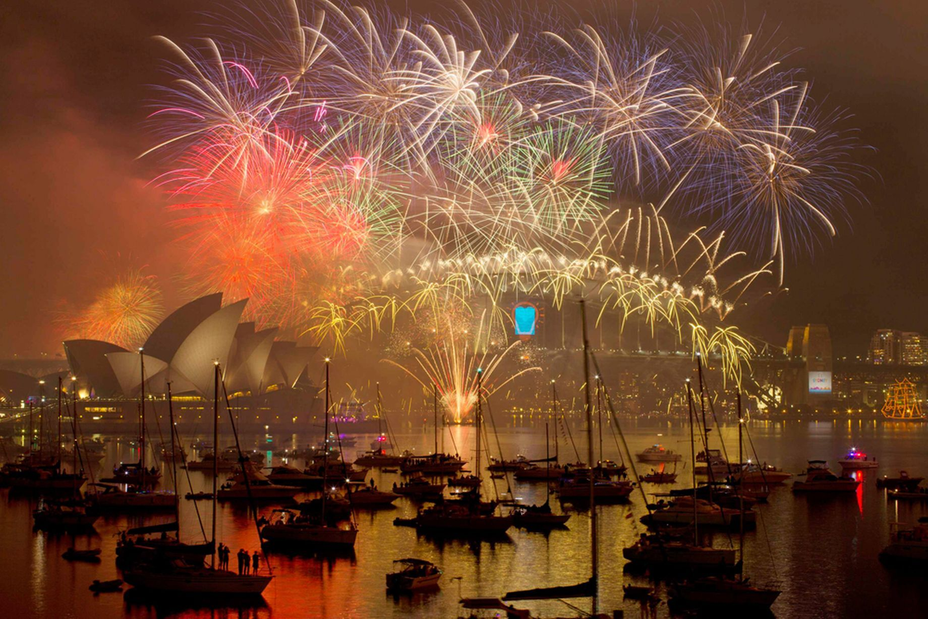 Watch Tokyo's New Year 2015 fireworks New years eve