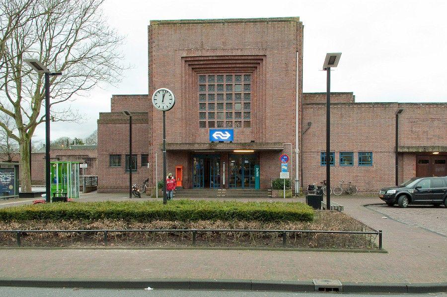 Afbeelding van https://naarden.d66.nl/content/uploads/sites/223/2014/03/NS-station-Naarden-Bussum.jpg.